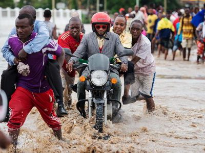 Heavy Downpour and floods torment Dar es salaam residents